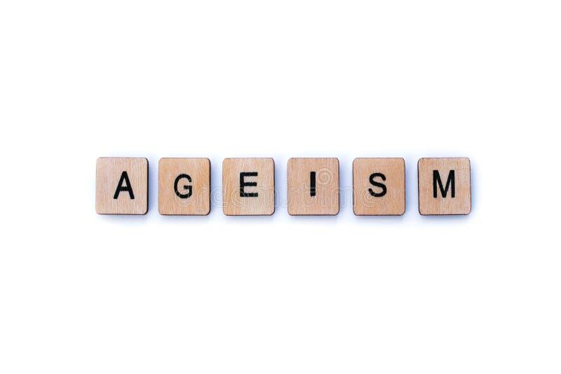 La palabra AGEISM imagen de archivo