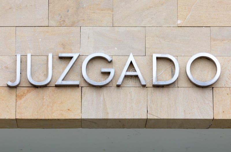 La palabra juzgó en español Justicia de la muestra de la corte fotografía de archivo