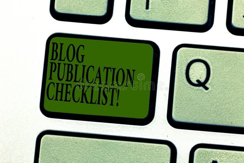 La palabra que escribe el concepto del negocio de la lista de control de la publicación del blog del texto para los artículos pro fotografía de archivo libre de regalías