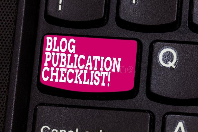 La palabra que escribe el concepto del negocio de la lista de control de la publicación del blog del texto para los artículos pro imágenes de archivo libres de regalías