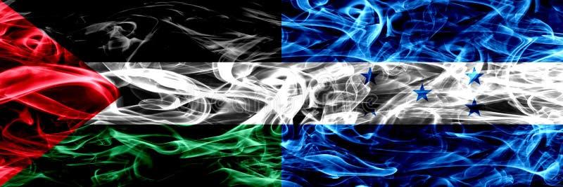 La Palestine contre le Honduras, drapeaux honduriens de fumée placés côte à côte Drapeaux soyeux colorés épais de fumée de Palest illustration libre de droits