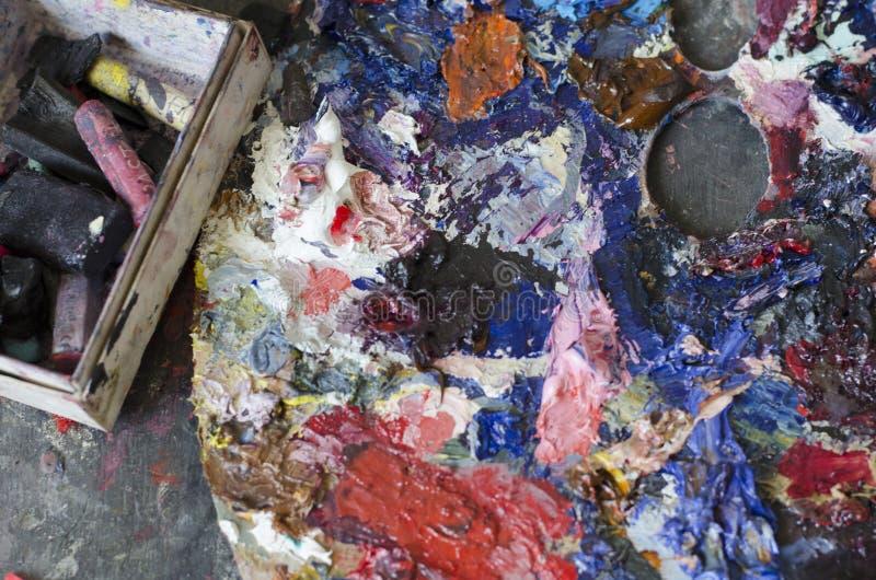 La palette du ` s d'artiste avec des morceaux de craie photo stock