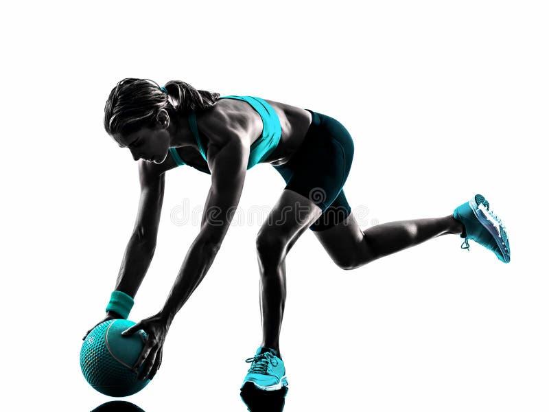 La palla medica di forma fisica della donna esercita la siluetta fotografie stock libere da diritti