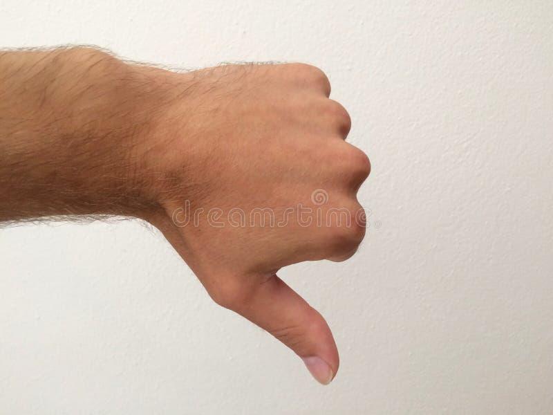 La palma del hombre blanco, demostración del pulgar abajo imagenes de archivo