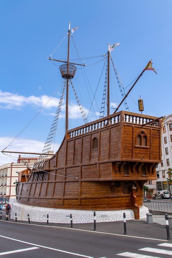 La Palma Maritime Museum som en kopia av det Christopher Columbus Santa Maria skeppet i Santa Cruz de la Palma, kanariefågelöar,  royaltyfria foton