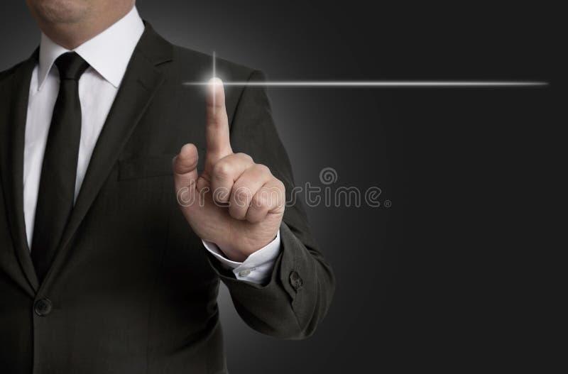 La pantalla táctil del concepto de la plantilla es actuada por concepto del hombre de negocios fotografía de archivo
