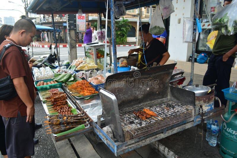 La parada del som-Tam en comida de la calle atasca el borde de la carretera fotos de archivo libres de regalías