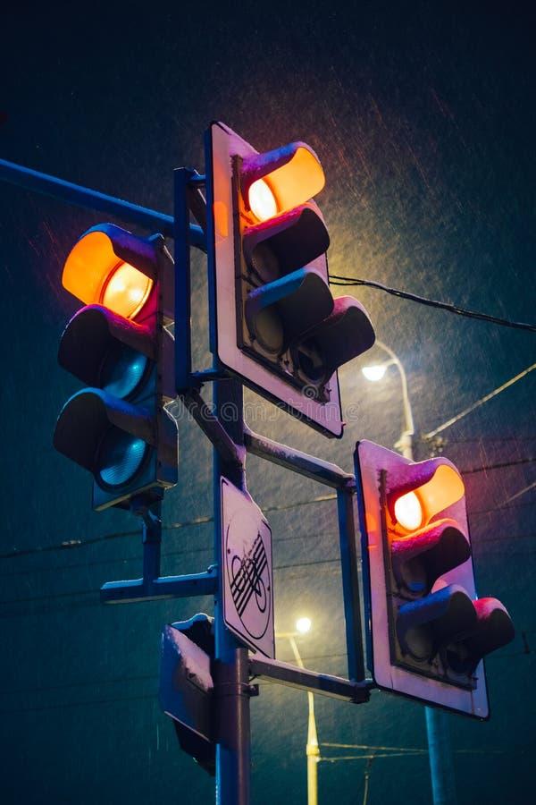 La parada roja de la noche enciende la foto fotografía de archivo libre de regalías