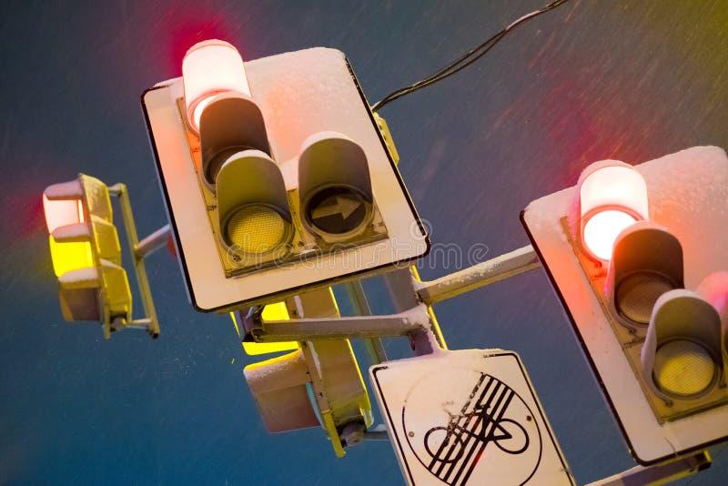 La parada roja de la noche enciende la foto fotos de archivo