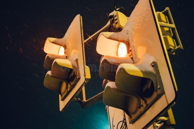La parada roja de la noche enciende la foto foto de archivo libre de regalías