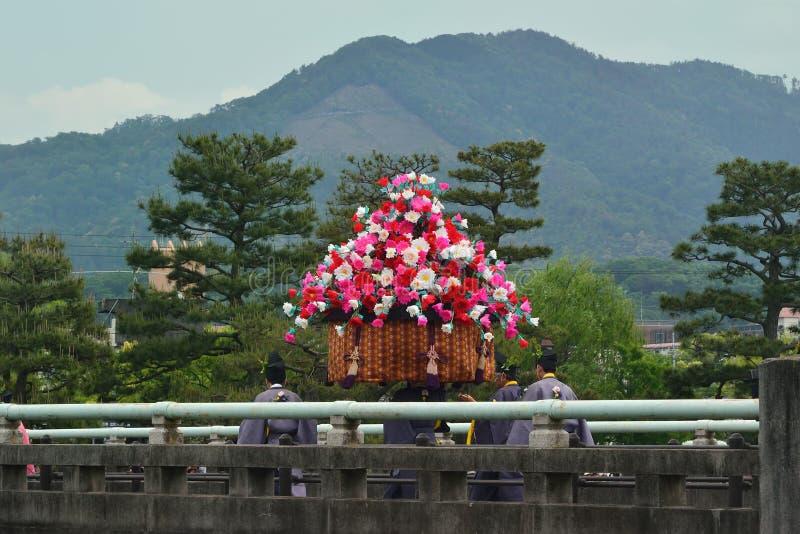 La parata del festival di Kyoto Aoi, Giappone immagini stock