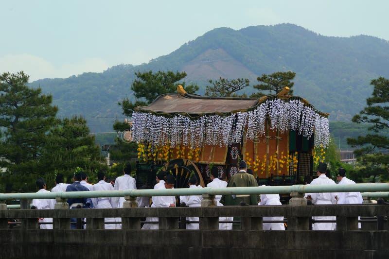 La parata del festival di Kyoto Aoi, Giappone immagine stock