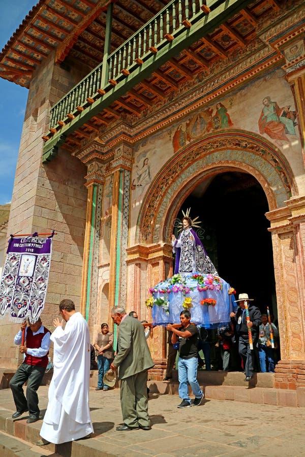 La parata dell'Ascensione di San Pedro de Apostol de Andahuaylillas Church, regione di Cusco, Perù immagine stock libera da diritti
