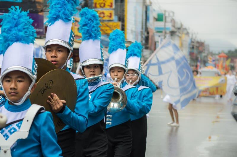 La parata principale di festival della candela della fanfara ha sfoggiato intorno alla città di Chiang Rai fotografia stock libera da diritti