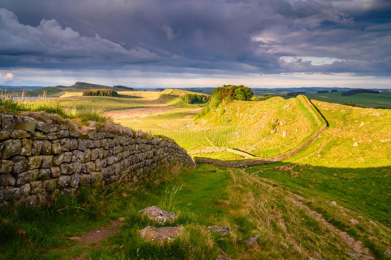 La pared de Hadrian sobre los riscos del cuddy fotografía de archivo