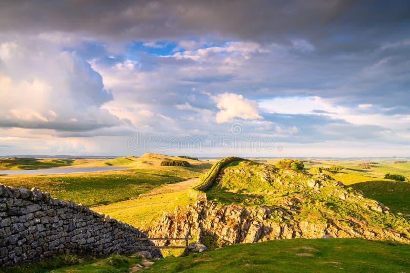 La pared de Hadrian y lago de Broomlee imágenes de archivo libres de regalías