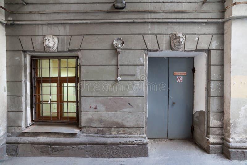 La pared de la casa vieja fotografía de archivo libre de regalías