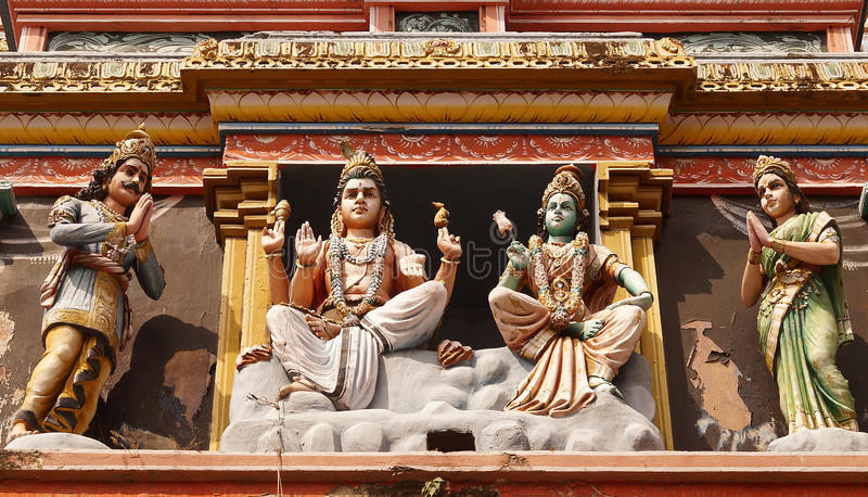 La pared de la deidad que ofrece a diversos dioses de la mitología hindú foto de archivo