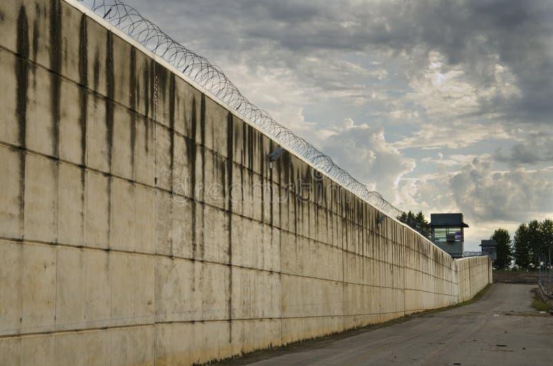 La pared de la prisión. fotos de archivo libres de regalías