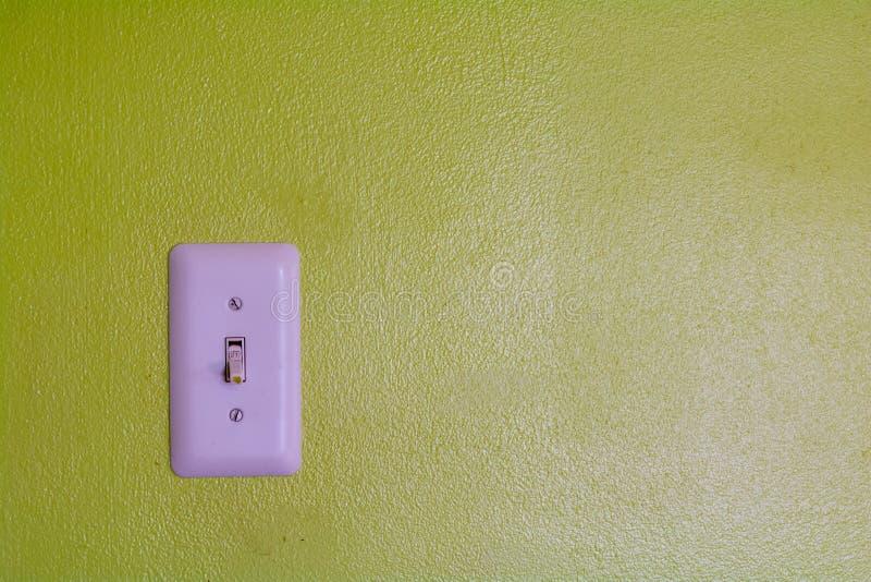 La pared de ningunas preocupaciones con un interruptor de la luz fotos de archivo libres de regalías