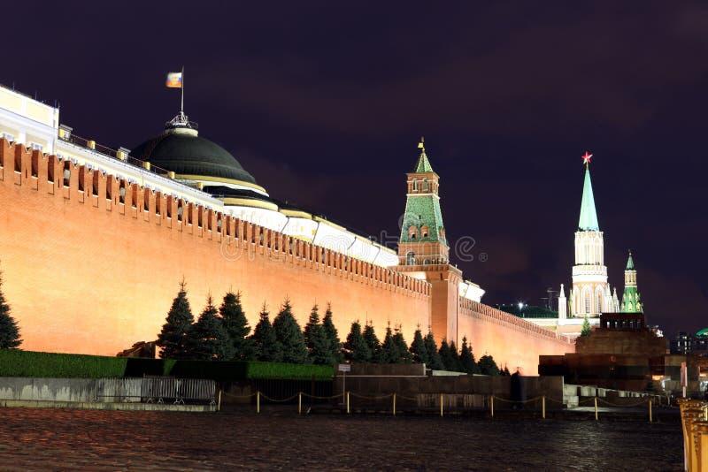 La pared, el senado y el senado del Kremlin se elevan, torre de Nikolskaya y Leni fotos de archivo libres de regalías