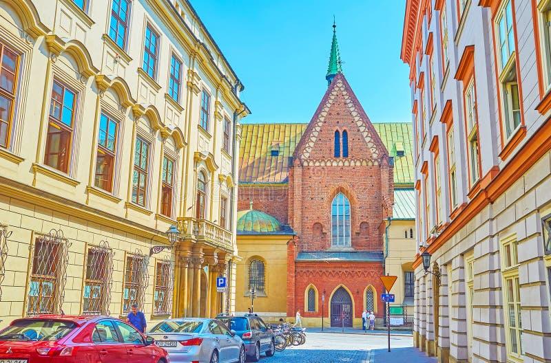 La pared lateral de la iglesia de St Francis de Assisi en Kraków, Polan fotografía de archivo libre de regalías