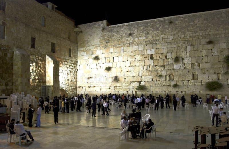 La pared que se lamenta por la tarde imagenes de archivo