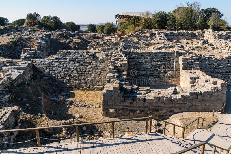 La pared y la puerta del este en la ciudad antigua Troy Turquía foto de archivo libre de regalías