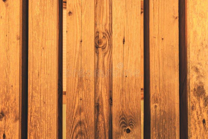 La parete dei fasci di legno ha scheggiato ordinatamente, struttura fotografia stock libera da diritti