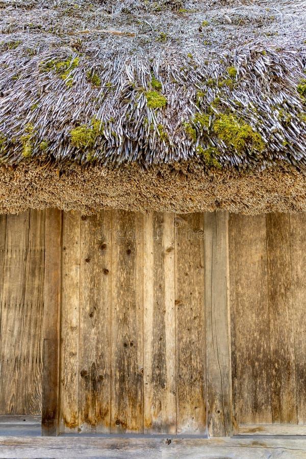 La parete delle case stile Gassho giapponesi dentro Shirakawa-va traditi immagini stock libere da diritti