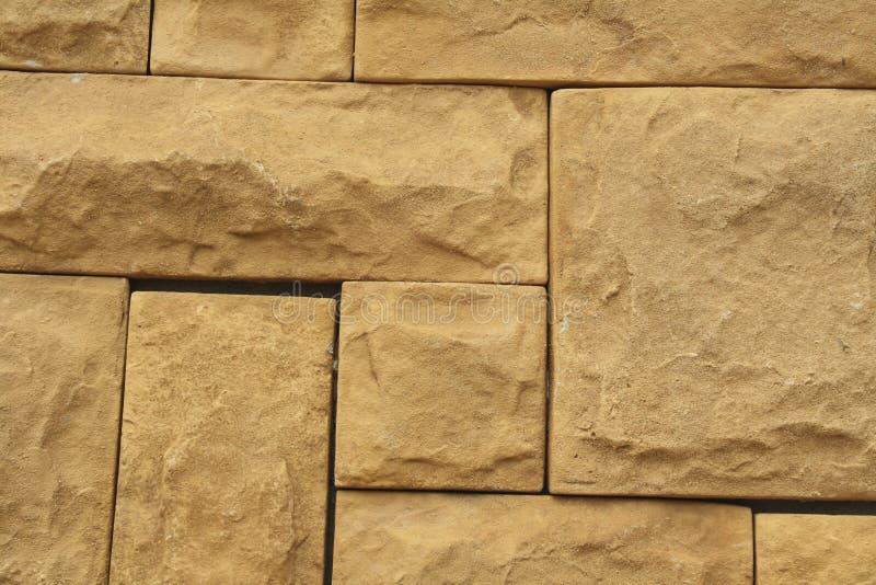 La parete di pietra marrone di lerciume piastrella la struttura Marrone naturale della parete, arancio immagini stock libere da diritti