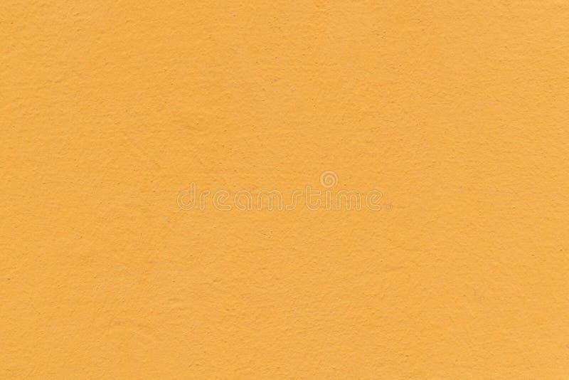 La parete, dipinta con una pittura nel colore dell'albicocca o dell'arancia fotografie stock libere da diritti