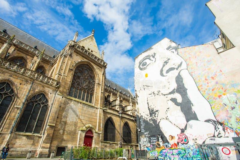 La parete riempita di graffiti a Parigi fotografie stock libere da diritti