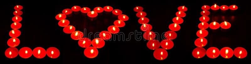 "La parola ""amore ""con le candele royalty illustrazione gratis"
