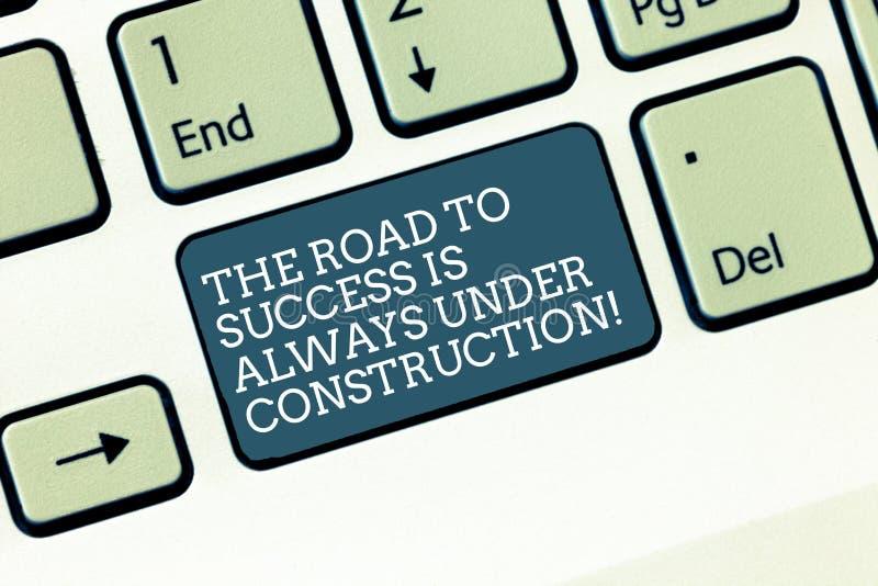 La parola che scrive a testo la strada al successo è sempre in costruzione Concetto di affari per in miglioramento continuo immagine stock