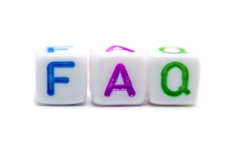 La parola del FAQ corrisponde alle domande frequentemente fatte dalle perle della lettera fotografie stock