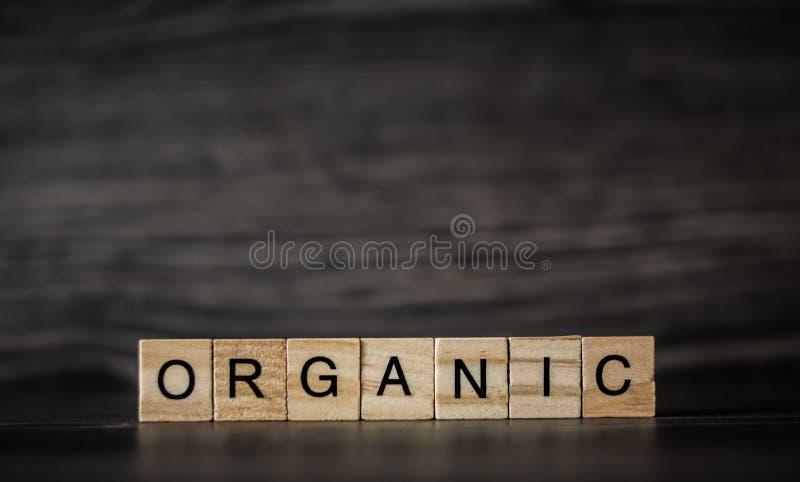 La parola organica, consistendo dei pannelli quadrati di legno leggeri sulla a fotografie stock libere da diritti