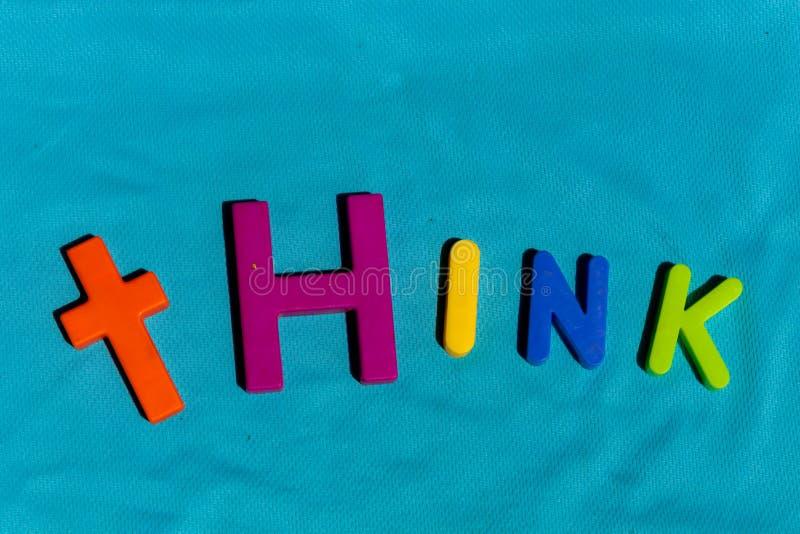 La parola Think composto dalle lettere immagini stock