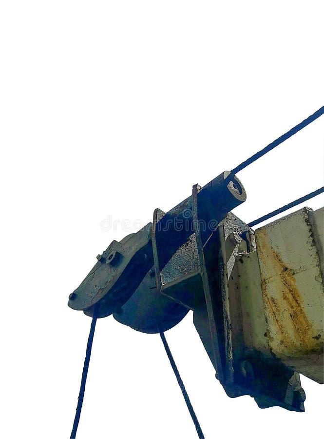 La parte anteriore di vecchia gru con l'imbracatura del cavo immagine stock