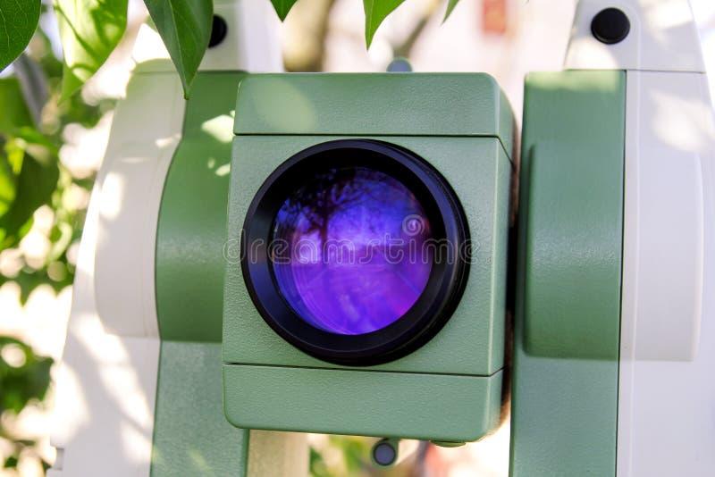 La parte de luz laser objetiva de los instrumentos totales de la estación es emitt fotografía de archivo libre de regalías