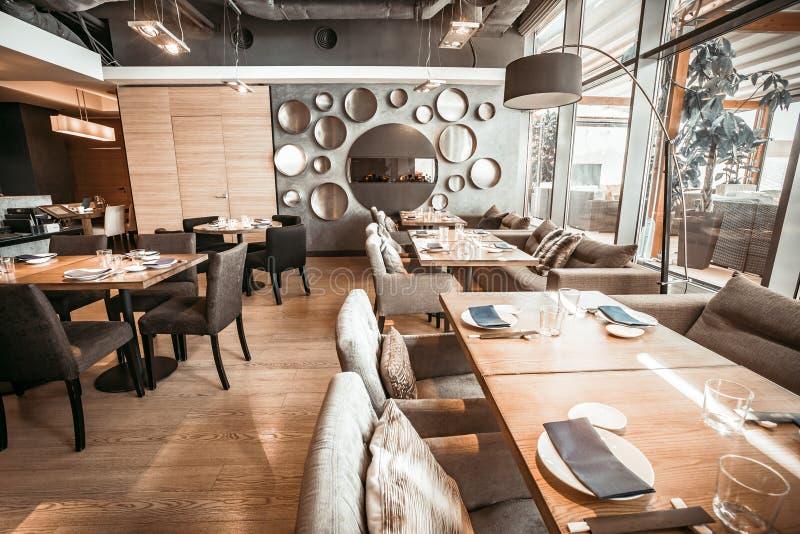 La parte del corridoio della conduttura del ristorante Tonalità di grey del MOD fotografie stock libere da diritti