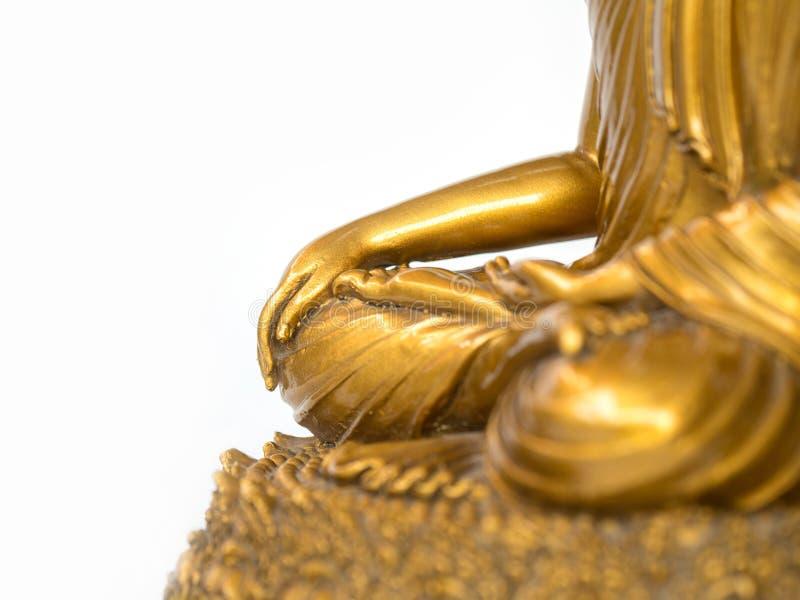 La parte della statua antica dorata di Buddha sui precedenti bianchi ha isolato il fondo copyspace per testo ed il contenuto fotografia stock libera da diritti