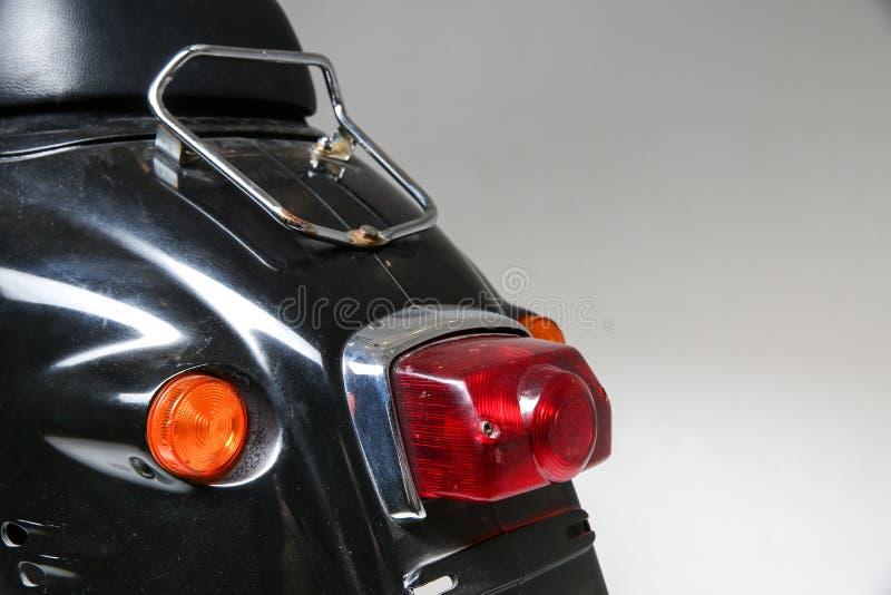 la parte posterior de la vespa del vintage luz posterior del ciclomotor viejo fotos de archivo