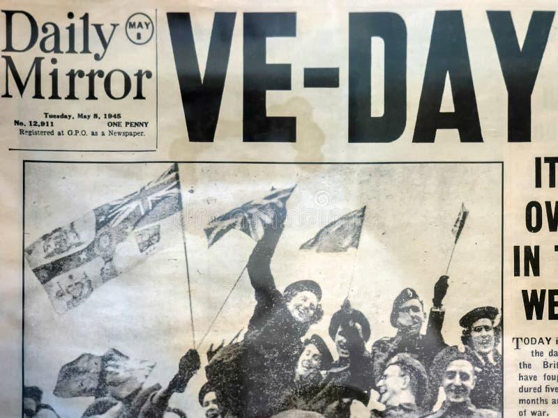 LA PARTE SUPERIOR DICKER, SUSSEX DEL ESTE REINO UNIDO - 26 DE JUNIO: Viejas noticias de la edición del día de VE imagen de archivo libre de regalías