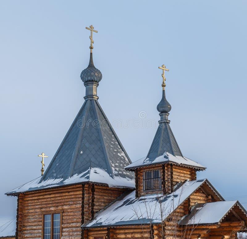 La parte superiore di chiesa ortodossa di legno fotografia stock libera da diritti