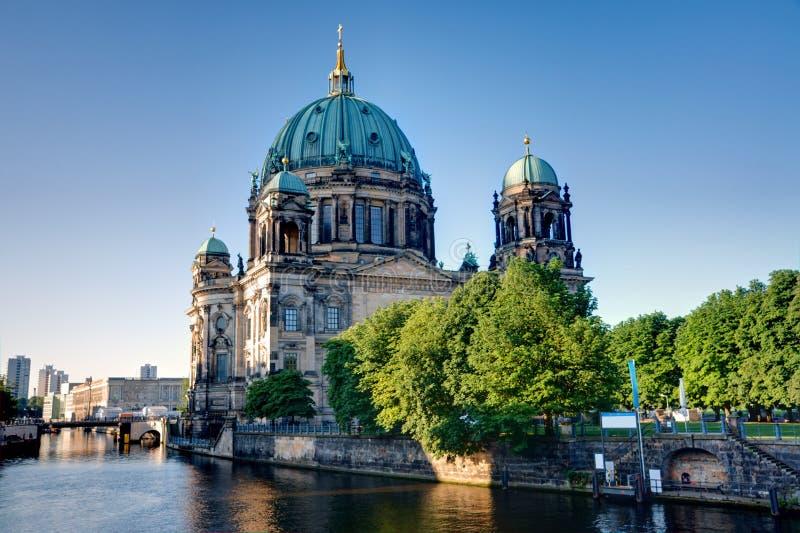 La parte trasera de los Dom en Berlín fotografía de archivo