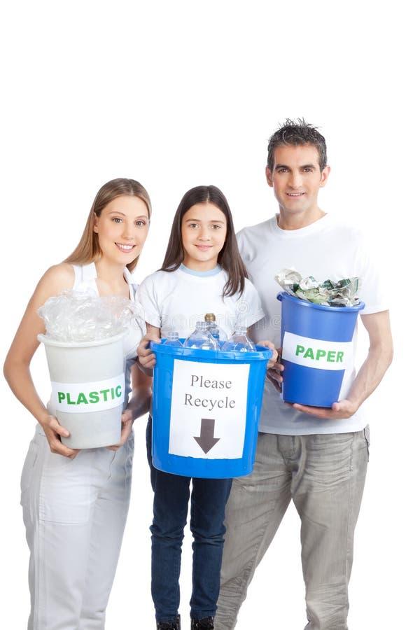 La participation de famille réutilisent la poubelle photos stock