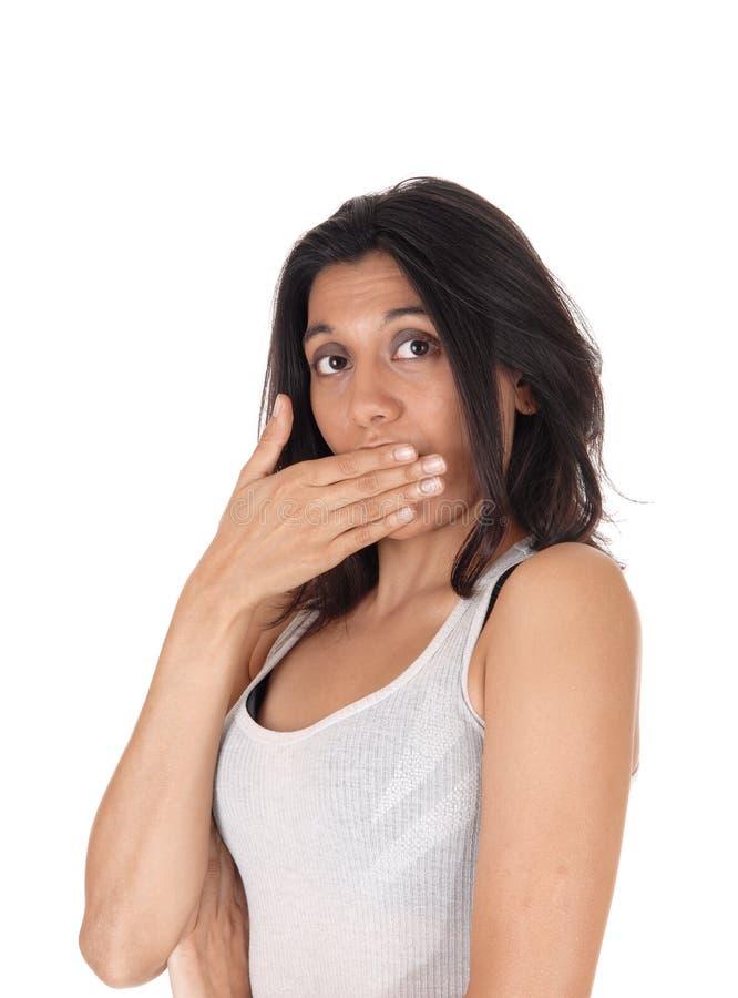 La participation de femme remettent la bouche semblant étonnée image stock