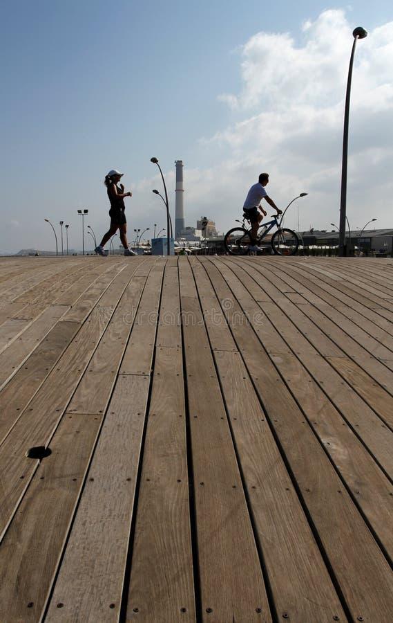 La passeggiata nel porto di Tel Aviv fotografie stock libere da diritti
