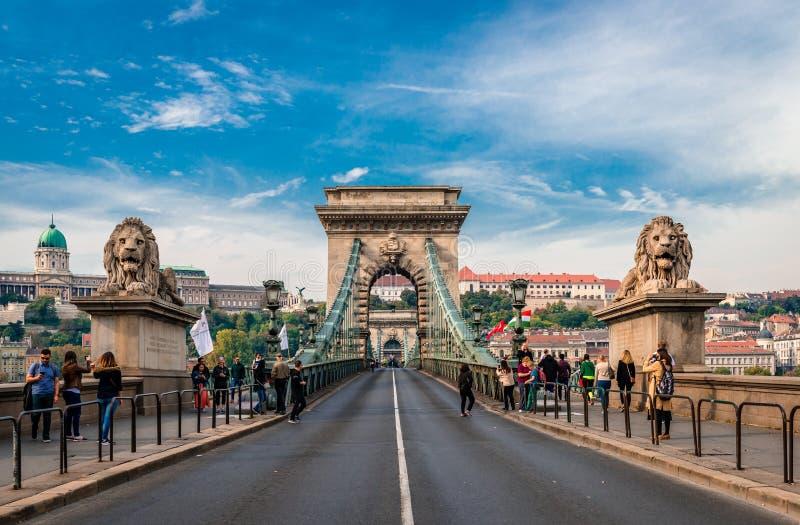 La passerelle à chaînes à Budapest image stock